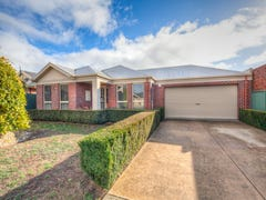10 St Chester Avenue, Lake Gardens, Vic 3355