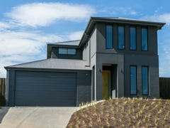 136 Beach Road, Torquay, Vic 3228