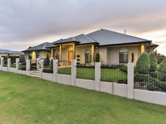 2 Cockatoo Crescent, Highfields, Qld 4352
