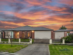 4 Cranberry Place, Cranbourne, Vic 3977