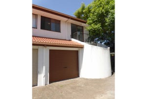4/5  Aquila Court, Mermaid Waters, Qld 4218