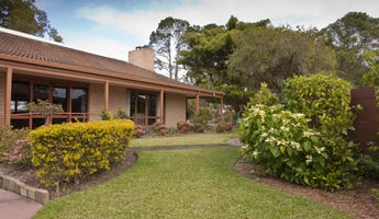 11 Araucaria Way, Elanora, Qld 4221