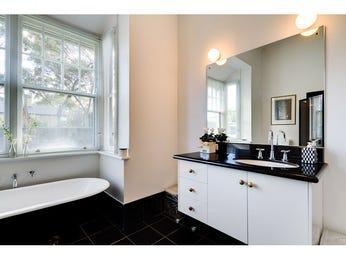 Art deco bathroom design with claw foot bath using ceramic - Bathroom Photo 523205