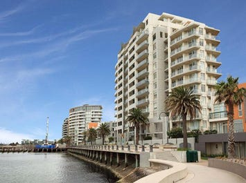 1101/127 Beach Street, Port Melbourne, Vic 3207