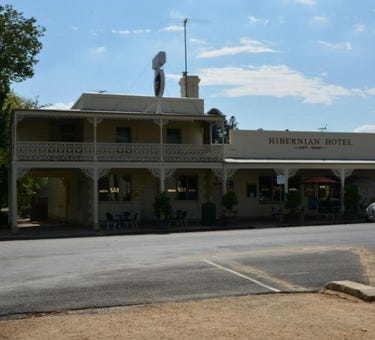 Hibernian Hotel & Apartments, Beechworth, 34 Camp Street, Beechworth, Vic 3747