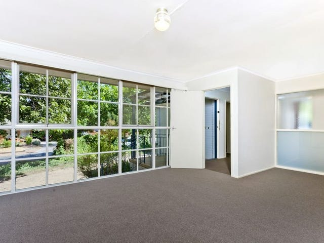 8 Taylor Place, Hackett, ACT 2602
