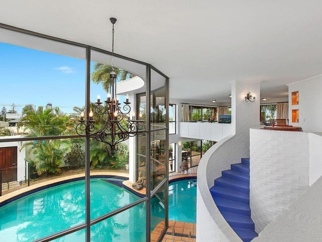 2 Castille Court, Isle Of Capri, Qld 4217