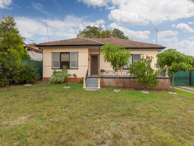 11 Windsor Street, Macquarie Fields, NSW 2564