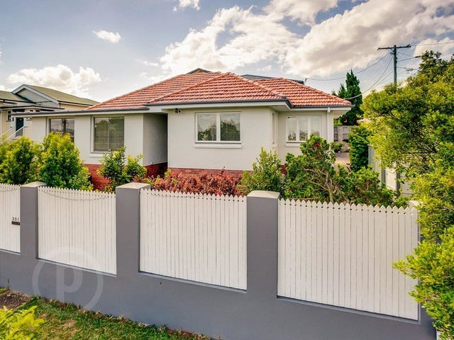 303 Rode Road (aka 2 Warraba Avenue), Wavell Heights, Qld 4012