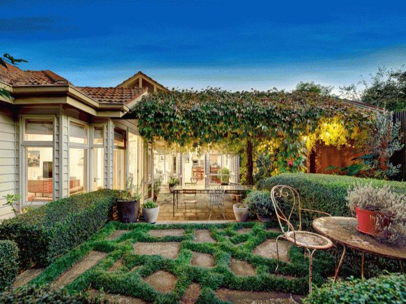of a cottage garden design from a real Australian home Gardens