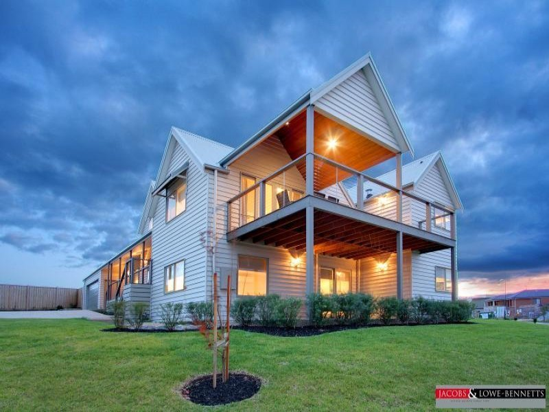 Weatherboard modern house exterior with verandah for Modern weatherboard home designs
