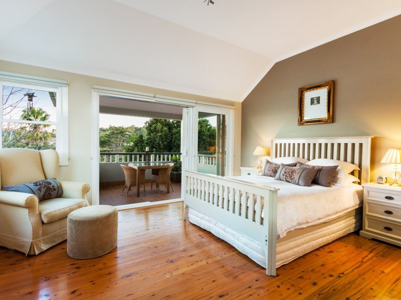 Country Bedroom Design Idea With Floorboards Balcony