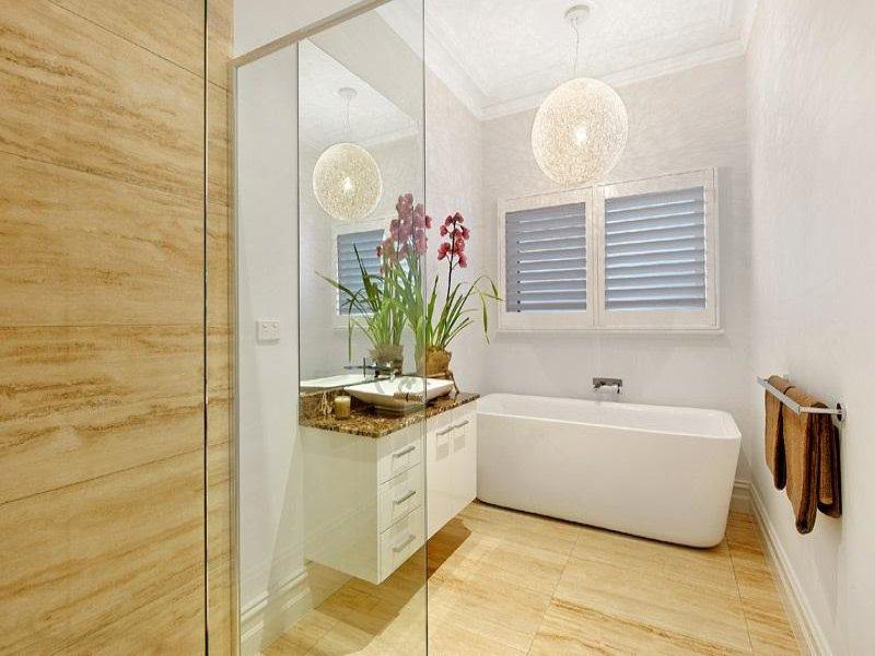 Modern bathroom design with freestanding bath using for Free standing bathroom ideas