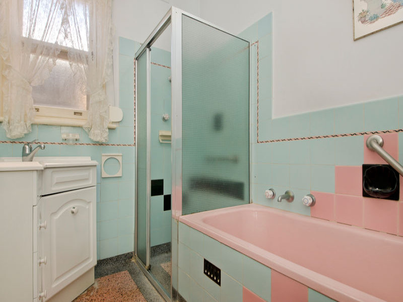 retro bathroom design with recessed bath using frosted glass bathroom photo 525741