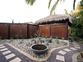 Modern garden design using pebbles with gazebo & sculpture - Gardens photo 1505668