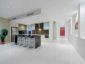 Modern open plan kitchen design using frosted glass - Kitchen Photo 7495273