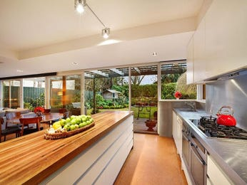 Modern island kitchen design using floorboards - Kitchen Photo 894516