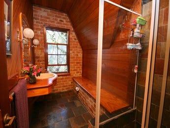 Bathroom ideas with slate in blue green grey red and yellow - Red and yellow bathroom ideas ...