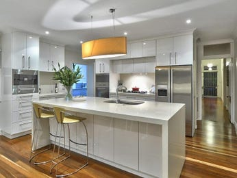 Modern island kitchen design using floorboards - Kitchen Photo 1310900