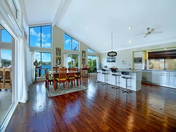 Ceiling skylight in a kitchen design from an Australian home - Kitchen Photo 7670769