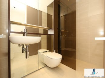 Ceramic in a bathroom design from an Australian home - Bathroom Photo 8665237