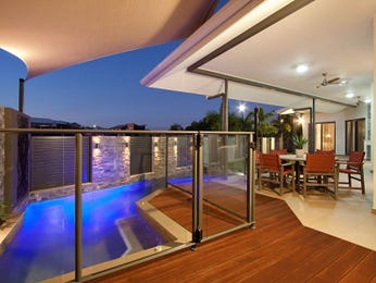 Indoor-outdoor outdoor living design with balcony & decorative lighting using bluestone - Outdoor Living Photo 125958
