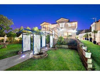 Indoor-outdoor outdoor living design with balcony & ground lighting using grass - Outdoor Living Photo 126361