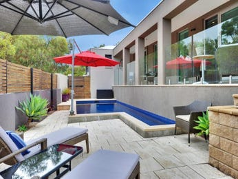 Outdoor living design with retaining wall from a real Australian home - Outdoor Living photo 880267