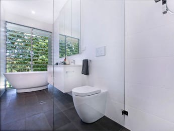 Ceramic in a bathroom design from an Australian home - Bathroom Photo 7670413