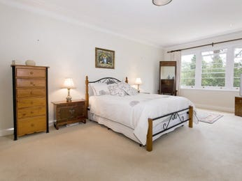 Classic bedroom design idea with carpet & louvre windows using silver colours - Bedroom photo 475202