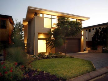 Bluestone modern house exterior with floor-to-ceiling windows & decorative lighting - House Facade photo 130124