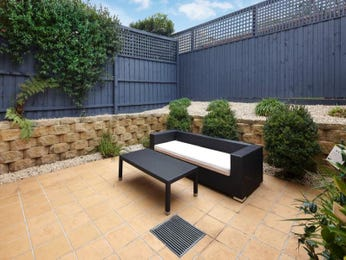Outdoor living design with retaining wall from a real Australian home - Outdoor Living photo 1494474