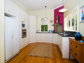 Modern u-shaped kitchen design using floorboards - Kitchen Photo 485606