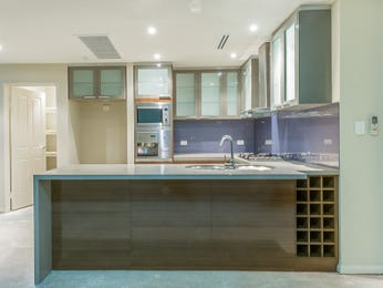 Modern island kitchen design using frosted glass - Kitchen Photo 910182