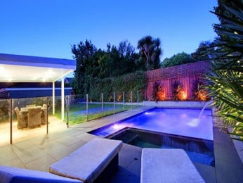Photo of a geometric pool from a real Australian home - Pool photo 811139