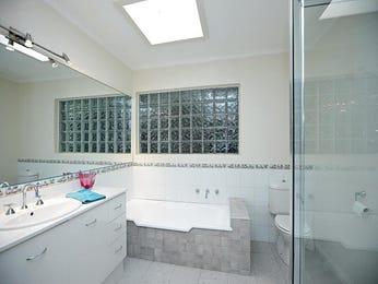 Retro bathroom design with claw foot bath using marble - Bathroom Photo 452412