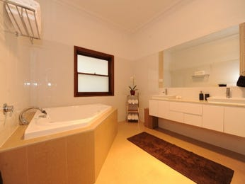 Classic bathroom design with bi-fold windows using tiles - Bathroom Photo 404910