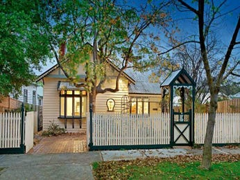 Corrugated iron victorian house exterior with bay windows & window awnings - House Facade photo 483992