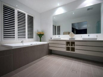 Classic bathroom design with recessed bath using ceramic - Bathroom Photo 464305