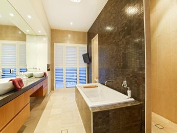 Modern bathroom design with built-in shelving using ceramic - Bathroom Photo 185407