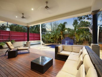 Outdoor area ideas with verandah for Outdoor pool room ideas