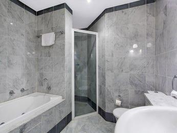 Ceramic in a bathroom design from an Australian home - Bathroom Photo 15027197