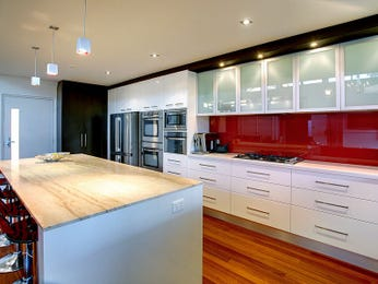 Modern open plan kitchen design using floorboards - Kitchen Photo 8445837