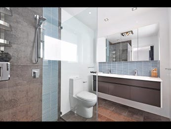 Asian-inspired bathroom design with bi-fold windows using ceramic - Bathroom Photo 190263