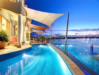 Endless pool design using bluestone with pool fence & ground lighting - Pool photo 190877