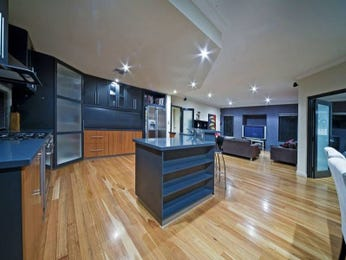 Classic island kitchen design using floorboards - Kitchen Photo 483472