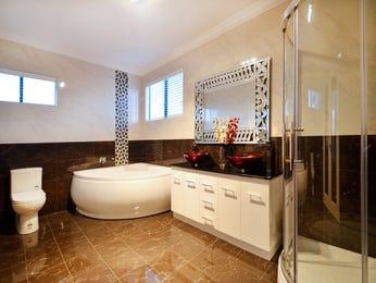 Modern bathroom design with corner bath using frameless glass - Bathroom Photo 8598497