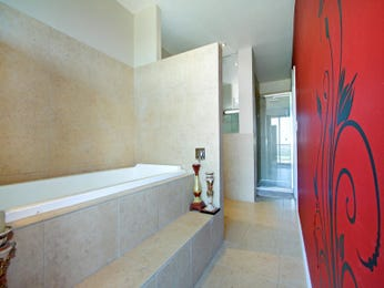Modern bathroom design with recessed bath using tiles - Bathroom Photo 403617
