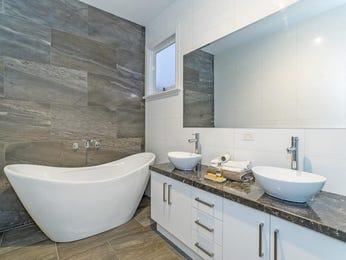 Modern bathroom design with freestanding bath using slate - Bathroom Photo 7093613
