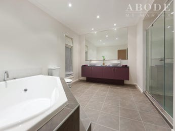 Classic bathroom design with claw foot bath using tiles - Bathroom Photo 244882